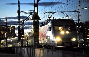 Tågstoppet gäller från natten mot lördag, hela söndagen till 04.00 natten mot måndag. Både X 2000, regionaltåg och Upptåg påverkas.