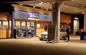 Macken i Hofors rånades i söndags kväll.