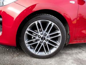 17-tumshjulen är snygga på avstånd men nackdelen är att vägljudet fortplantas in i kupén.