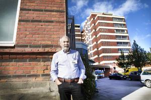 Erik Hemmingsson har många år bakom sig som toppchef inom svensk sjukvård. Nu ska han ta sig an barnkliniken i Gävleborg.