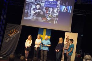 Fem elever från Dalarna fick chansen att kommunicera med Samantha Cristoforetti.