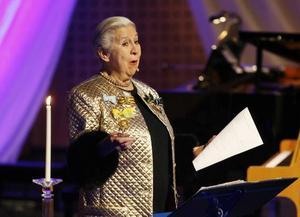 Kjerstin Dellert läste dikt och tog sig ton under galakonserten.