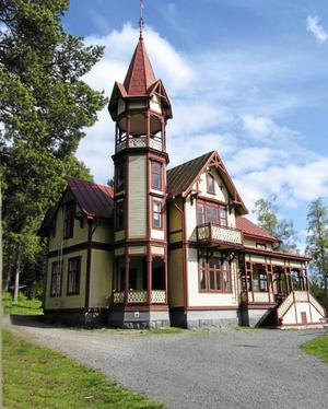 Domkyrkoförsamlingens tidigare fastighet Nickebo, som såldes under uppmärksammade former.