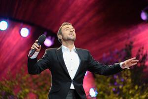 Lovar att sjunga sina största hits när han uppträder i Norrtälje.