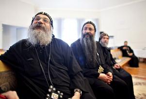 Biskop Abakir höll mässa med sina präster i Lövåsen i går.