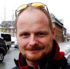 Henrik  Andersson, 40, Östersund:– Nej, jag glömde det. Jag hade planerat att släcka. Jag tror i och för sig inte att Earth Hour har någon avgörande effekt.
