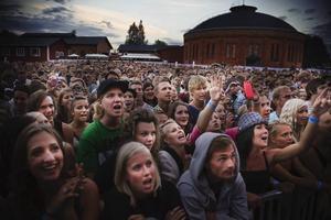 """""""Vi älskar Lasse"""" ropade publiken i kör efter varje låt och Lars Winnerbäck försäkrade att han älskade Gävleborna tillbaka."""