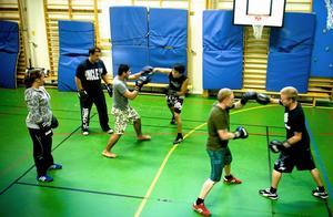 Ludvika har länge saknat en boxningsklubb men nu har det kommit igång ett gäng som håller till i Marnässkolans gymnastiksal.