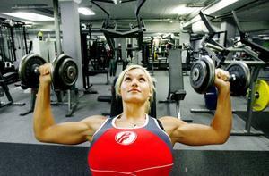 Lena varvar jobb, träning och familjeliv enligt ett schema som gör att hon ska uppnå maxformen om två veckor i Göteborg.