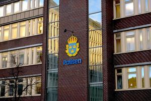 En pappa har polisanmält att fyra barn ofredades av okända män i bil på Södermalm.