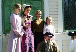 Cosettes mamma Fantine spelas av Lina Rammas. Bredvid henne står Cosette i tre olika åldrar, Johanna Augutis, Lovisa Sundqvist och Victoria Ödlund. Galärslaven Jean Valjean spelas av Mikael Hågestam.