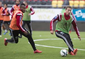 Jonathan Azulay tillsammans med Micheal Omoh under en träning i Östersund 2015.