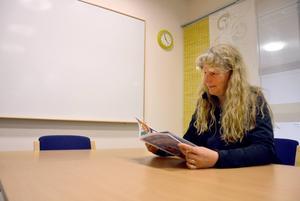 Catharina Karlsson konstaterar att hon och hennes nämnkollegor, de goda skolresultaten till trots, står inför mycket stora utmaningar.