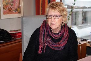 Ewa Lindstrand var med och räddade Dagbladet undan konkurs 1992. Hon vill ha ännu mer bevakning av Timrå kommun.