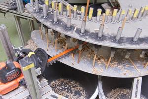 För att testa maskinernas uthållighet och batteriets drifttid monterades de på en testrigg där de matades med lika tjocka grenar under totalt 20 timmar.