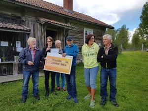 Fäbodlaget är aktiva och måna om miljön, därför fick det pris på måndagen. Från vänster: Aarno Magnusson,Ulrika Liljeberg, Ingrid Lind, Börje Sander, Björg Åkerblom och Sven Liss.