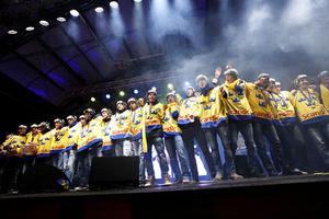 Juniorkronorna togs emot med jubel i Kungsträdgården efter första JVM-guldet på 31 år.