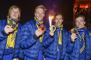 Sverige tog OS-guld  i herrarnas skidstafett i Sotji 2014. I laget ingick Lars Nelson, Daniel Richardsson, Marcus Hellner och Johan Olsson.