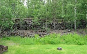 Ytterligare lämningar efter järnvägsbanken norr om Hanrö.