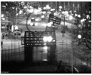 Nu återstår bara stommen av Gävles julbock.Foto: Mer jul i Gävles webbkamera
