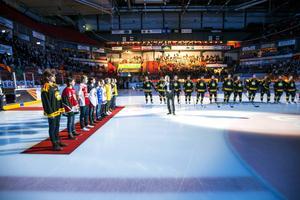 Minnet av Noppa Eriksson hedrades i Gavlerinken före en Brynäsmatch strax efter hans bortgång.