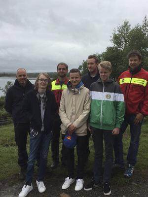 Nyligen var Leo Wågberg, längst fram till vänster, och fler ungdomar från olyckan tillbaka i Ånnsjön och träffade all personal som räddade livet på Leo och de andra.