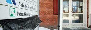 Arbetsförmedlingens lokaler i Karlaskolans annex står tomma, även om plasten som ska täcka skylten i går hade blåst ner. Övrig verksamhet är kvar i annexet.