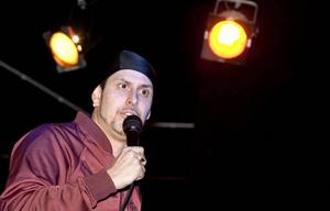 """Ville bli boxare. Dogge Doggelito skulle egentligen bli boxare, men ändrade sig när han insåg att han kunde få betalt för att sjunga rap. """"Det enda jag fick som boxare var stryk, men här sjöng jag några låtar och fick betalt, då blev det en annan grej"""", berättar han på Musikhuset i Gävle för eleverna på Thoren business school."""