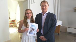 Pär Johansson, VD för System air Sverige AB, delade ut System air stipendium för högsta meritvärde till Isabelle Engström. Hennes meritpoäng var 330 poäng av 340 möjliga.