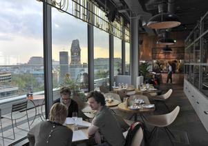 Nyöppnade Neni högst upp i 25h Hotel har på kort tid blivit en av Berlins nya mötesplatser.   Foto: Anders Pihl