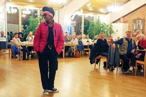 Boende på HVB-hemmet Stella ställde upp som manekänger för Härjedalens Telemarketing.