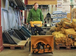 Granngårdens butikschef Anna Jonsson tror att försäljningen kommer att ta fart när snön väl kommer.