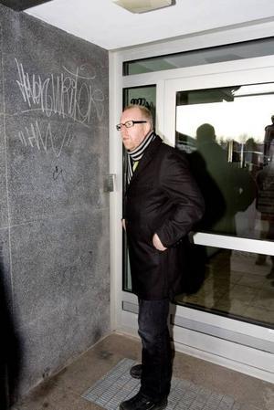 INGEN SLUMP. Här på Köpmangatan 22A  vet man att rånarna sprang in direkt efter rånet. För att ta sig in här krävs en portkod.