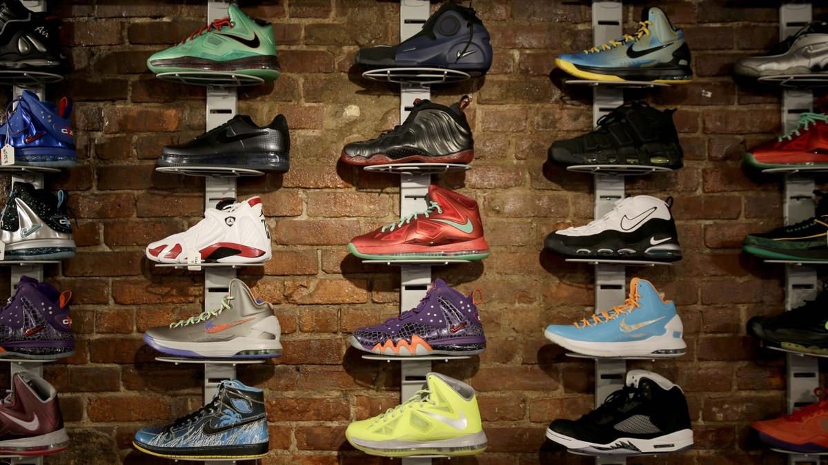 dbd2e4ad0ead Somliga går med trasiga skor - men får inte reklamera