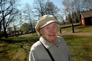 TROGEN. Gulli Johansson, 90 år, är trogen socialdemokratin För henne var det en självklarhet att gå i demonstrationståget.