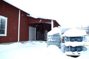 Det var tomt på Vattenfabriken i Ullån, Åre i går och LT:s försök att nå ägaren var förgäves. Bolaget är nu polisanmält eftersom ägaren fortsatt sälja vatten trots förbud.   Foto: Elisabet Rydell-Janson