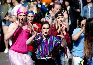 Emma Tideström och hennes klasskamrater gjorde en färgsprakande show med temat pride.