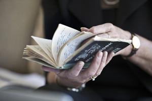 VLT-journalisten Ann-Christine Kihl har bland annat haft tillgång till den anteckningsbok som Martin Adler använde på plats i Somalia.