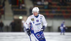 Lomanov i Vänersborgströjan. Det blev bara en säsong i Sverige för bandyns största stjärna.