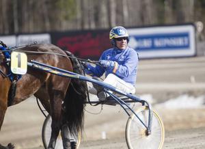 Det blev en trippel för Jan-Olov Persson, sedan tävlingarna flyttats från Hagmyren till Bergsåker.