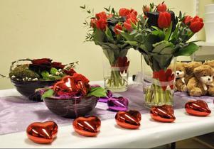 Blommor, hjärtan, nallar och choklad är de varor som efterfrågas.