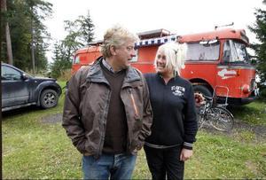 Tommy och Marie Åsell har åkt många resor runt Europa i sin buss. Nu tillbringar de sina somrar på Sandvikens camping.