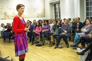 Ett 80-tal personer hade kommit till Rådhuset för att lyssna på författaren Kajsa Ingemarssons föreläsning om kreativitet och hur vi förlöser vår inneboende skaparkraft.