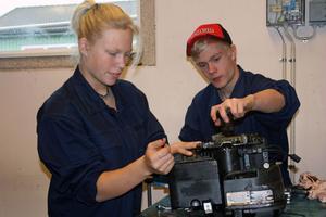 Både Emma Vallberg och Robin Lindberg tror att ett år är för kort tid för att kunna få en vettig yrkesutbildning.