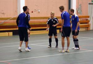 Det går att träna futsal med en väldigt liten boll också.