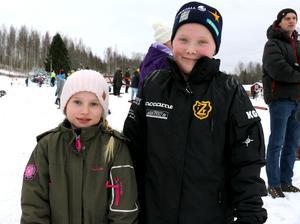 Stina Karlsten och Ella Johnsson hejade på hemmaåkarna.