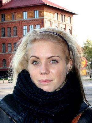 Frida Ivarsson, 18, studerande, Gävle:– Det har blivit att jag varit mest på Goya så jag måste säga det. Men Slick är helt okej det med. De spelar alltid bra musik på Goya.
