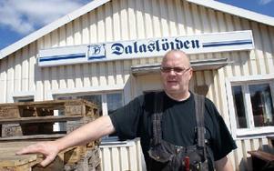 Lasse Björklunds pappa Nils startade Dalaslöjden AB 1948. 1977 tog då 24-årige Lasse och hans två bröder över. Nu är han ensam ägare. Lokalerna på Älvudden ska Lasse behålla och hyra ut till gym-verksamhet.FOTO: CHARLOTTA RÅDMAN FRANS