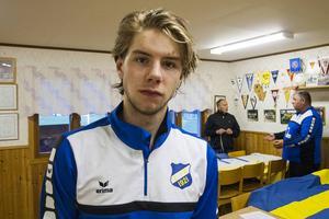 Linus Roos kommer att spela hockey med Ilves J20-lag kommande säsong. Ilves spelar i Finlands högsta juniorliga.