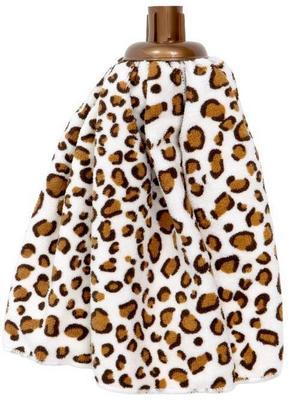 Dags att svabba golvet? Med den leopardmönstrade moppen från Rusta blir jobbet roligare.